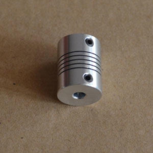 coupleur 5mm vers m8(8mm) +vis
